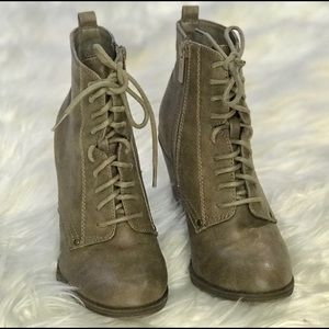 LACE IT UP HEELED BOOTIES sz 6 1/2